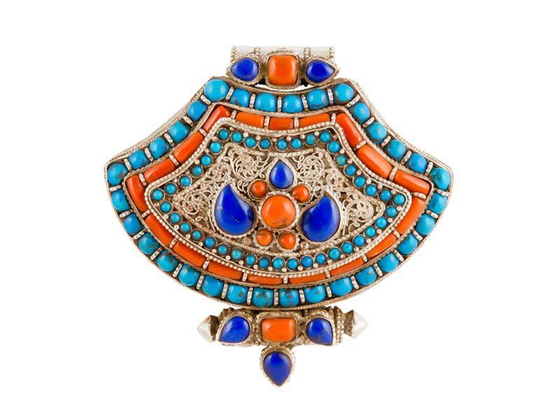 Tibetaans zilveren gebedsdoosje met koraal, lapis-lazuli en turkoois